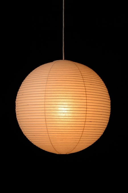イサムノグチの照明AKARIは100WのLED電球使える?スタンド式は和室にも合う?