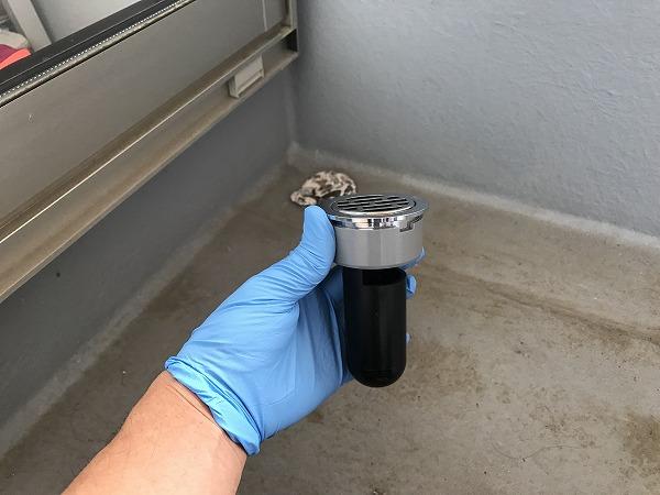 ベランダの排水管からくさい臭いが出てきたので排水トラップをDIYで設置してみた